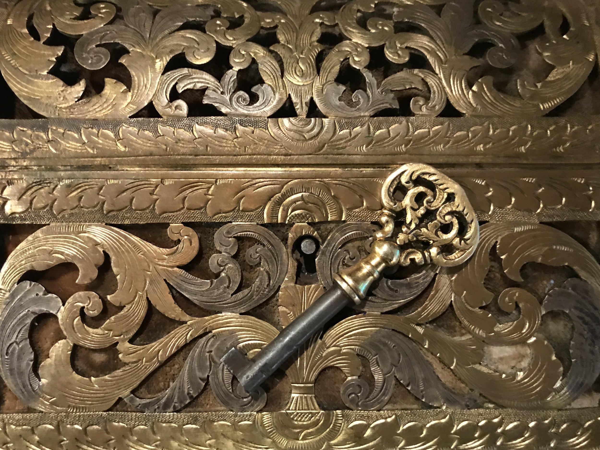 teremok_anitques_gilt_brass_casket_2.jpg