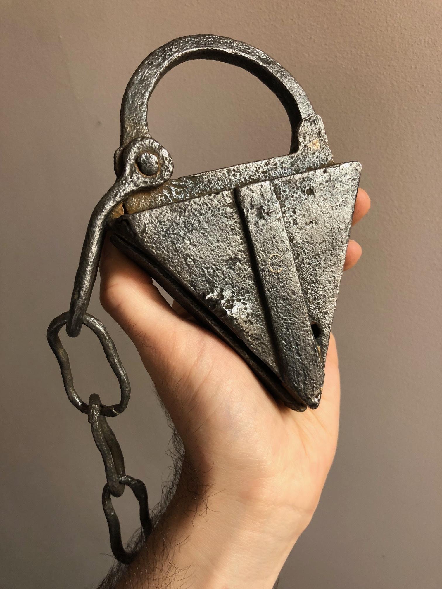 antique_triangle_padlock_3.jpg