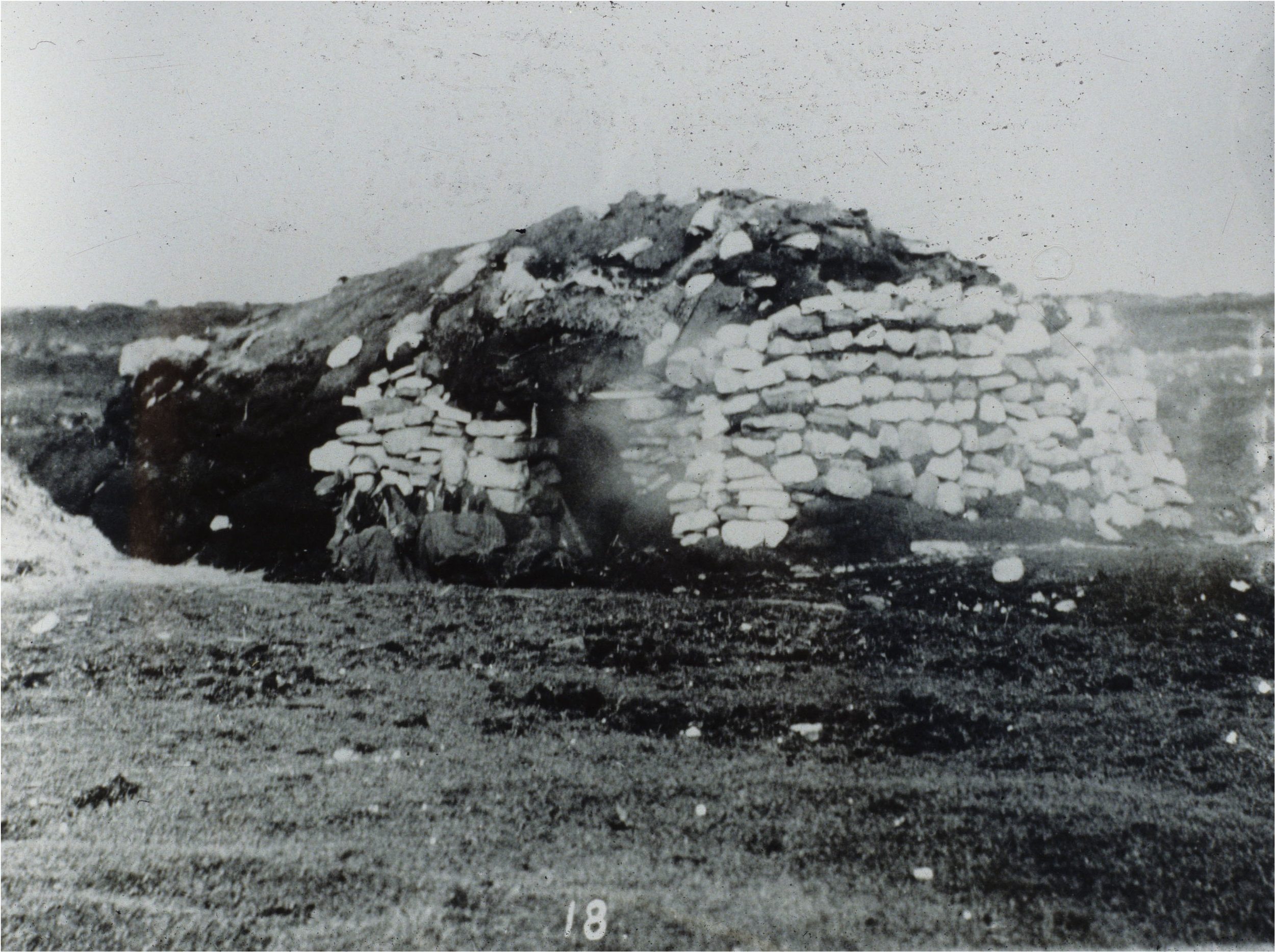 Above is an example of an Irish hut. It is believed that this is the type of dwelling that the canal workers would have lived in during this time.