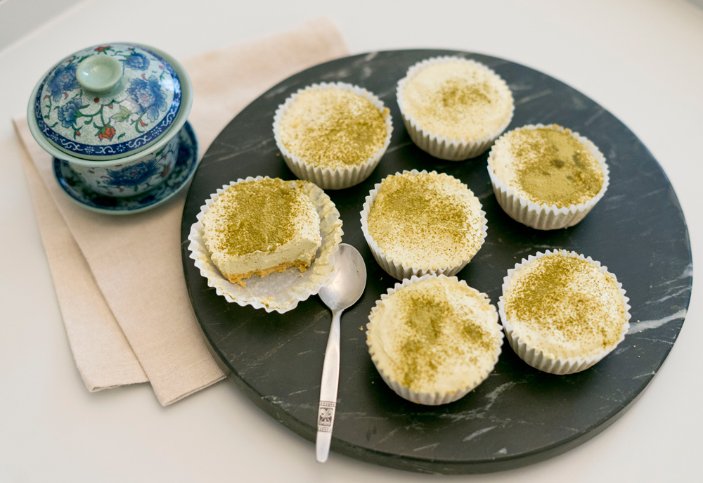 Matcha-Cheesecakes, frisches sommerliches Dessert. New Cakes On The Block