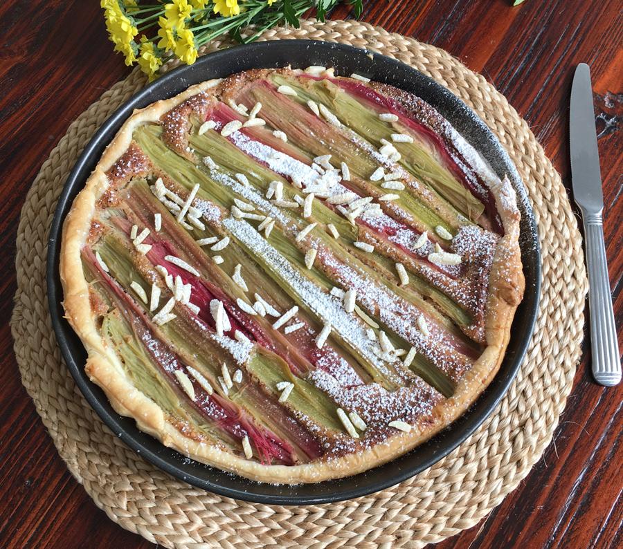 einfacher Rhabarber Kuchen. schneller Rhabarber Kuchen. Foodblog.New Cakes On The Block