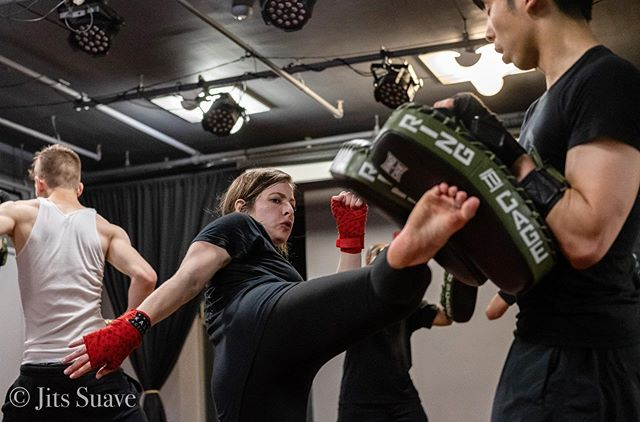 """You have to have confidence in your ability, and then be tough enough to follow through"" -Rosalynn Carter . . . . . #mmagirls #womenwhobox #smallschoolbigimpact #sparringday #girlswhofight #selfdefence #womenpower #kravmaga #kravmagagirl #kaliactive @jitssuave @kali_active @ringtocageofficial"