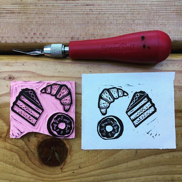 Om nom nom. . . . #bakedgoods #printmaking #speedballart #speedballreliefprinting #blockprinting #art #mollygrayart #donut #croissant #cake #treats #printisnotdead