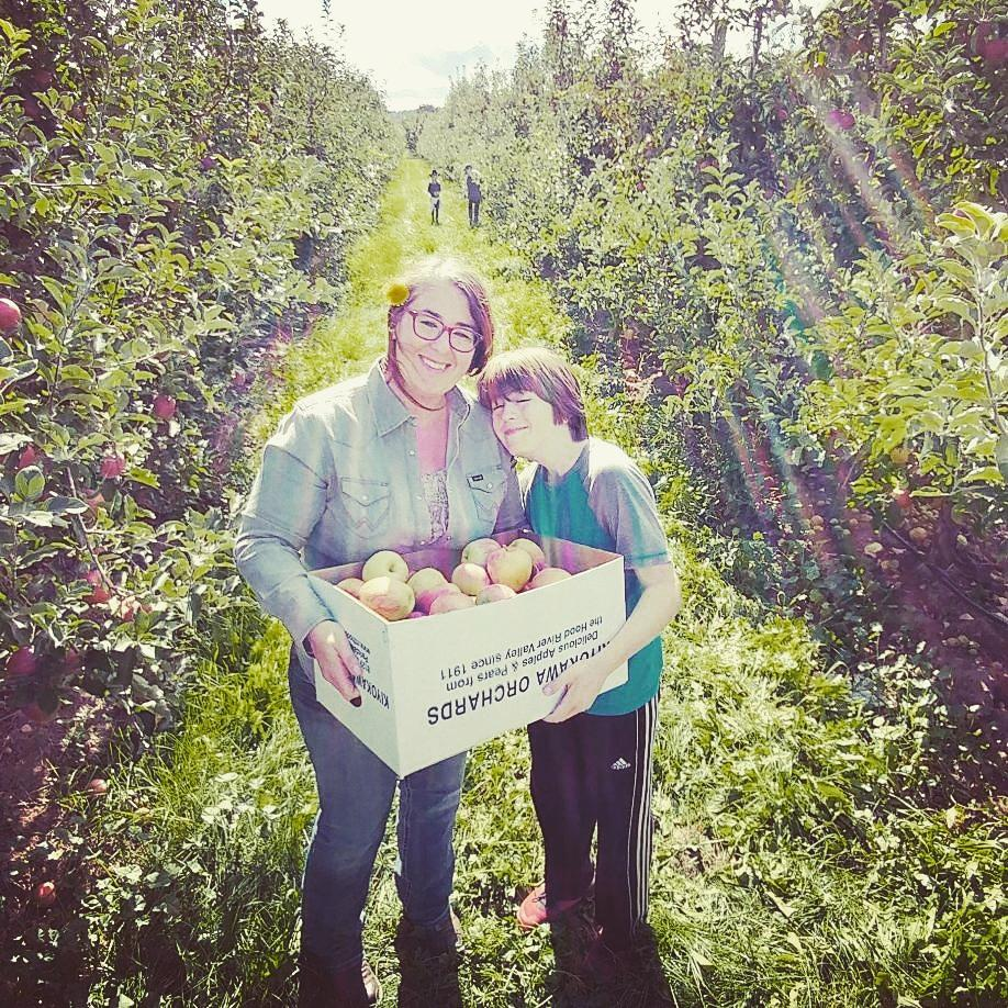 Picking lovely apples from the Kiyokawa Family Orchard in Hood River.