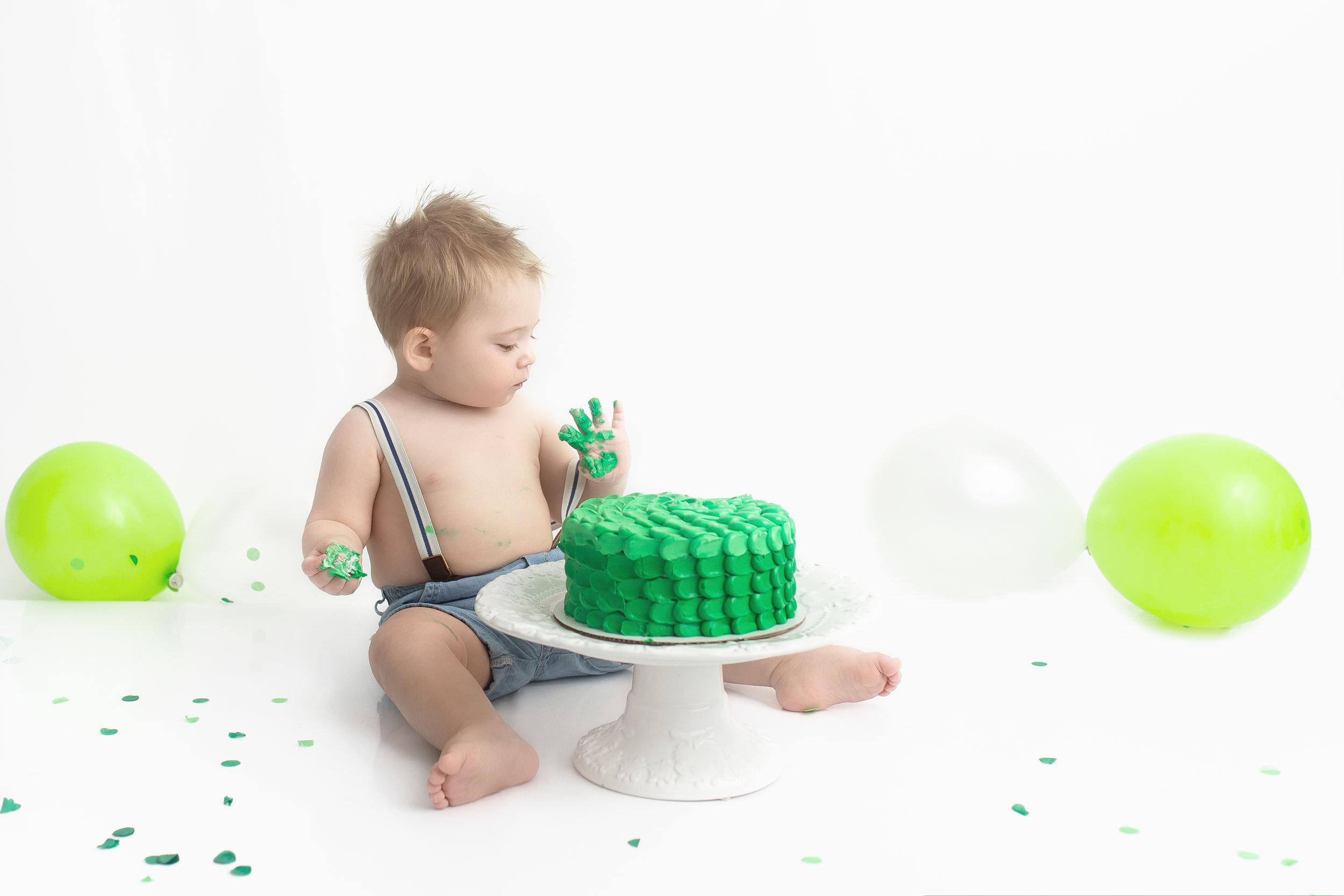 cake smash photos st-albert