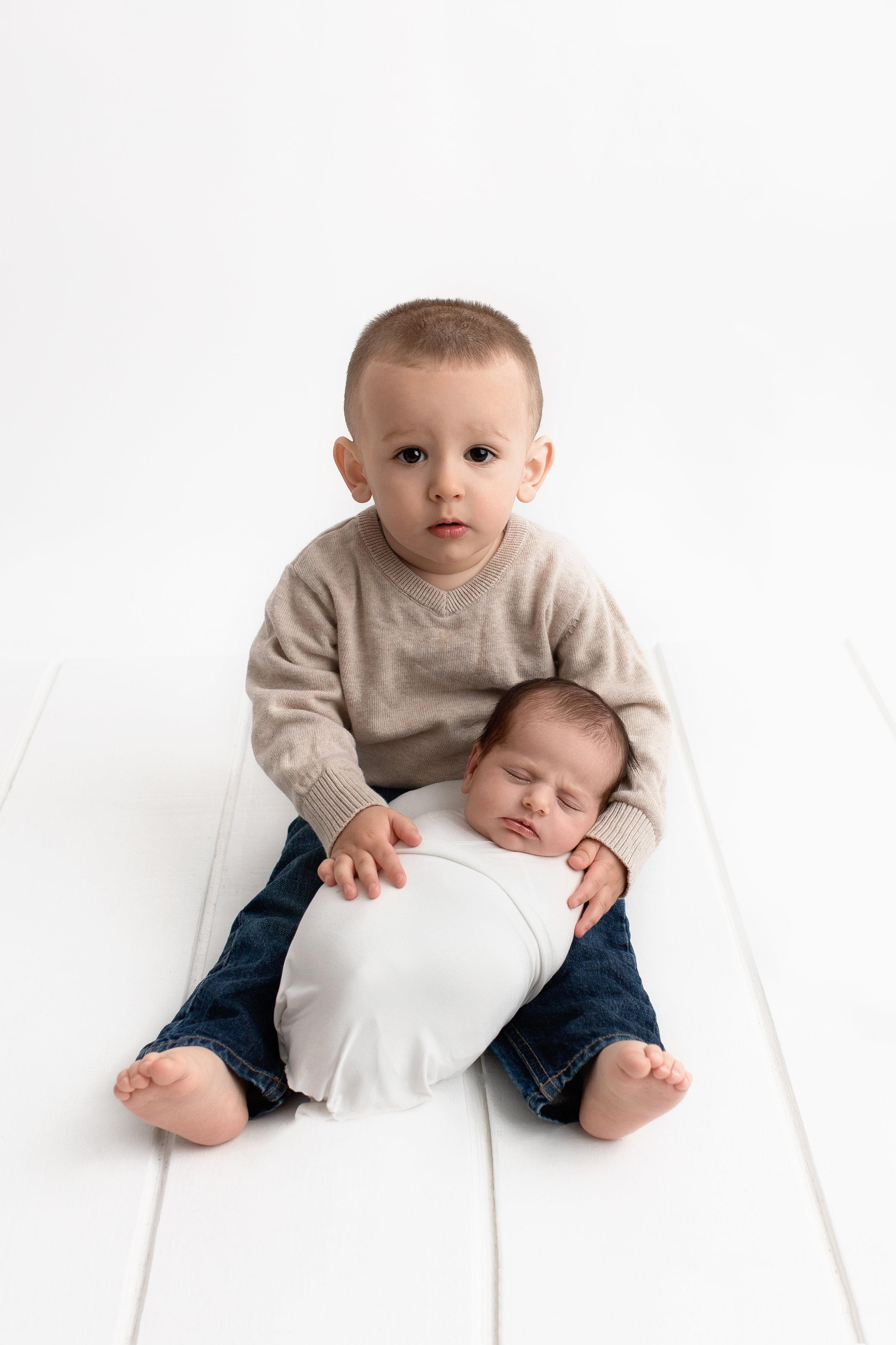 best baby photographer edmonton newborn photoshoot st-albert baby photos blooming bliss photography