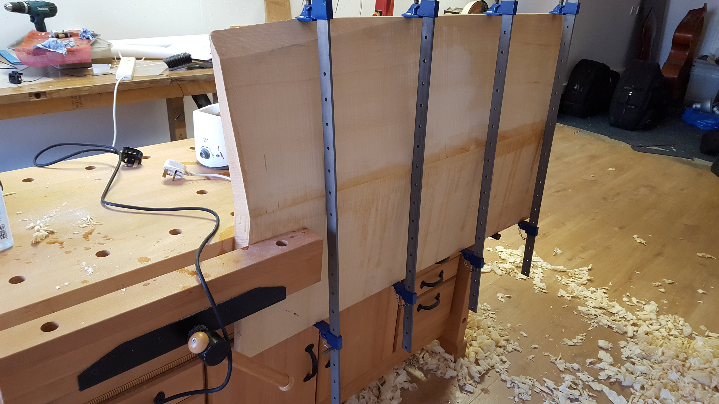 Gluing the centre joint