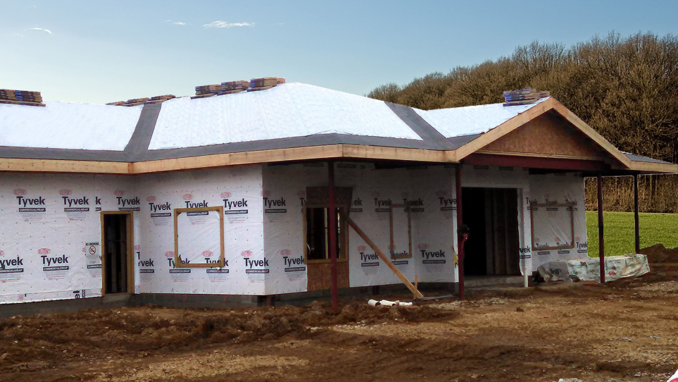 IB-3 IceBuster is designed to provide ice and water protection along the roof edge and in valleys. A split release liner makes valley applications easy to install.