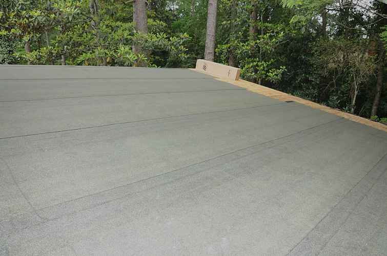 IB-4™ StormStopper is a durable, granulated surfaced underlayment that can be used on new or re-roofing projects.