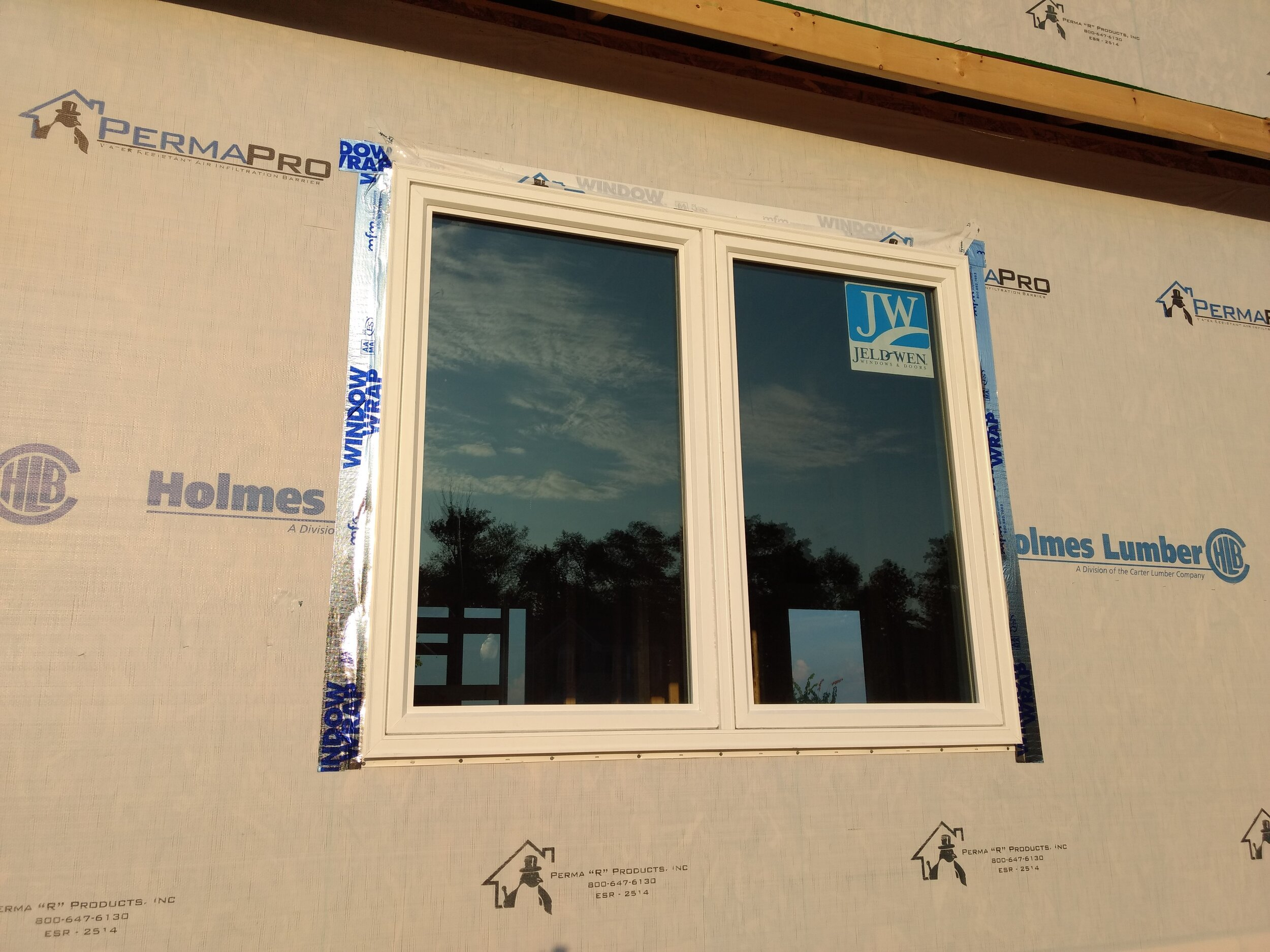 WindowWrap® PSX-20 aggressively adheres to the window flange and housewrap tying the two systems together for excellent waterproofing properties.