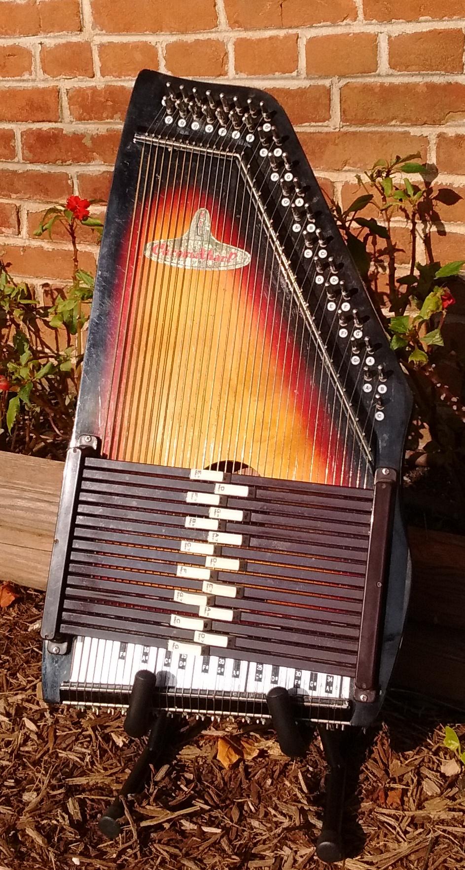 15-Chord ChromaHarp Autoharp by Rhythm Band, Inc.