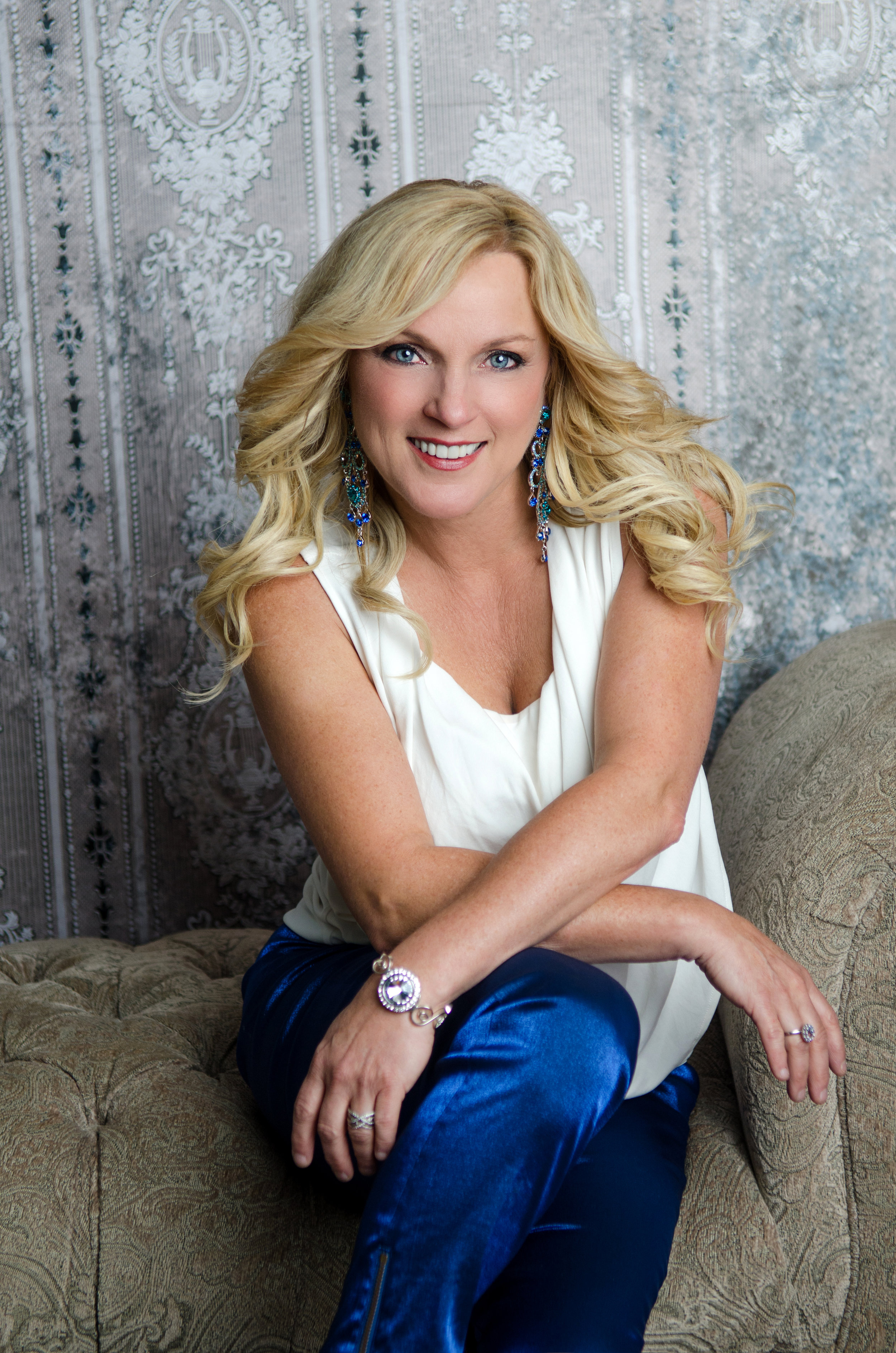 """The Voice of Rhonda Vincent is the centerpiece, surrounded by the rhythms of each instrument; featuring the individual styles of the world class musicians that collectively make up The Rage. Vincent is a Grammy and Dove Award winner, producer and musician. Rightfully called """"The Queen Of Bluegrass"""" Rhonda lends her voice to Ray's project where they both deliver a performance that will go down in history as one of the best versions of """"The Old Rugged Cross""""."""