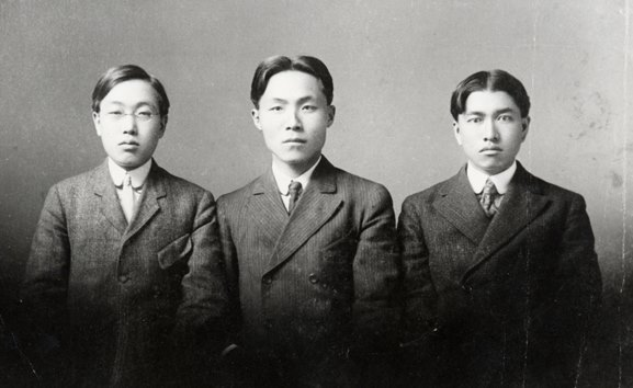 Dosan, Yang Choo In, and Song Jong Ik are some of the Ko  reans who officially started the   Mutual Assistance Society (Kongnip Hyophoe 공립협회) on April 5, 1905. Later, the MAS merged with the United Korean Society (Hapsong Hyophoe 합성협회) in Hawaii to become the Korean National Association (Kungminhoe) in 1909, the official agent of Koreans in the United States until the end of World War II.