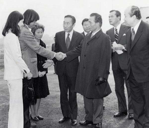 November 1973 - Meeting President Park Chung Hee at the site of Dosan Park Dedication