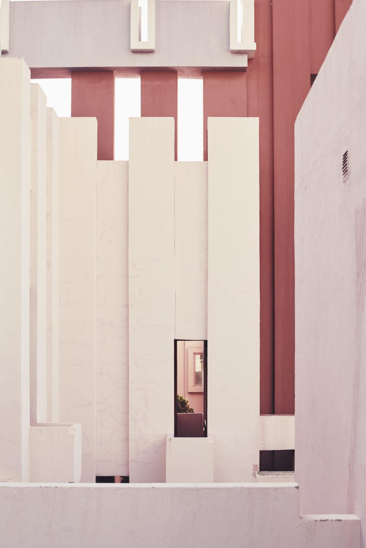 Muralla_Roja_Calpe_Spain_Ricardo_Bofill_Taller_Arquitectura_032-961x1440.jpg
