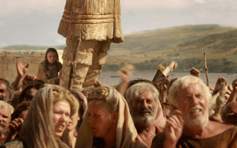 A rowdy King's Landing crowd bashing a traitor | HBO