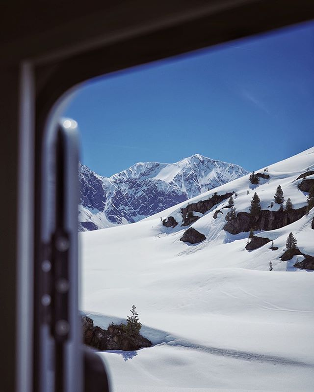 Exit Winter.⠀ ________________________⁣⠀ ⁣⠀ ⁣#travel #instagood #wanderlust #explore #landscape #outdoors #naturelovers #naturephotography #instatravel #travelgram #nature #hiking #adventure #beautifuldestinations #traveling #travelphotography #thegreatoutdoors #alps #germanroamers #nature #sunset #dawn
