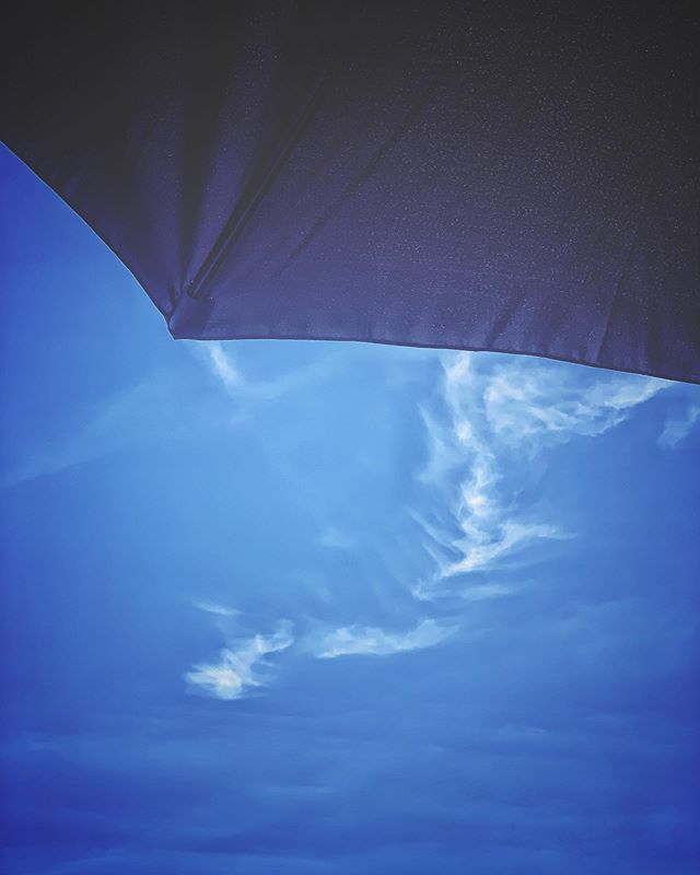 Into the Blue. #sky #skyporn #summer #cloud #clouds #sun #parasol #instagood #shotoniphone #relax #sunbed #sunlounger