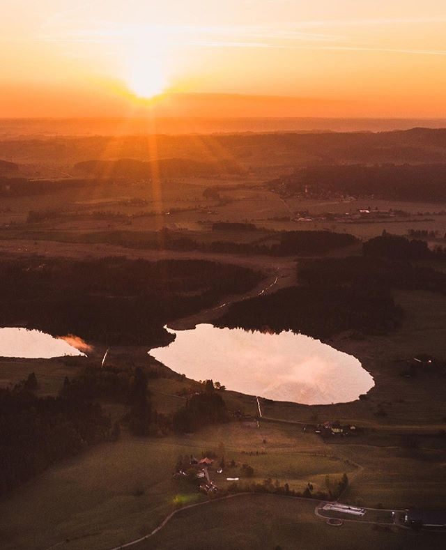 Good Morning #Allgäu⠀ ________________________⁣⠀ ⁣⠀ ⁣⠀ #travel #instagood #wanderlust #explore #landscape #outdoors #naturelovers #naturephotography #instatravel #travelgram #nature #hiking #adventure #beautifuldestinations #traveling #travelphotography #thegreatoutdoors #alps #germanroamers #nature #sunset #dawn #tomtautz #woods #dronenature #dji