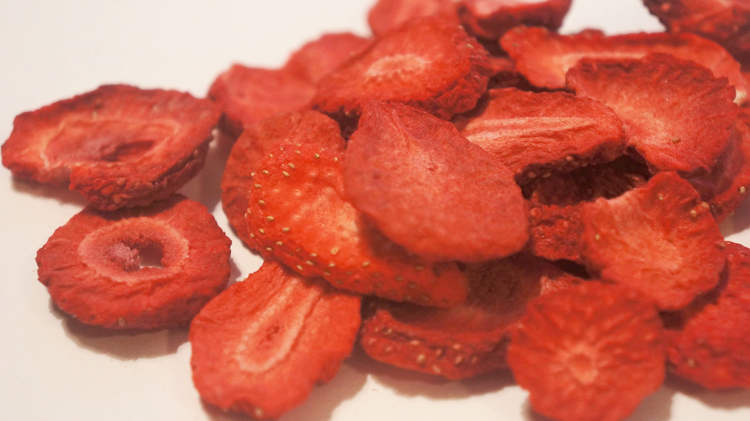 freeze-dried-strawberry-chips-snack-food