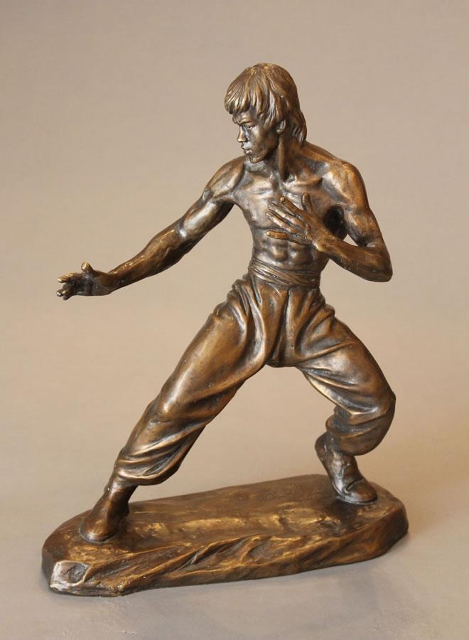 CAO CHONGEN  Bruce Lee - Side View Bronze 16.5 X 13.5 X 13