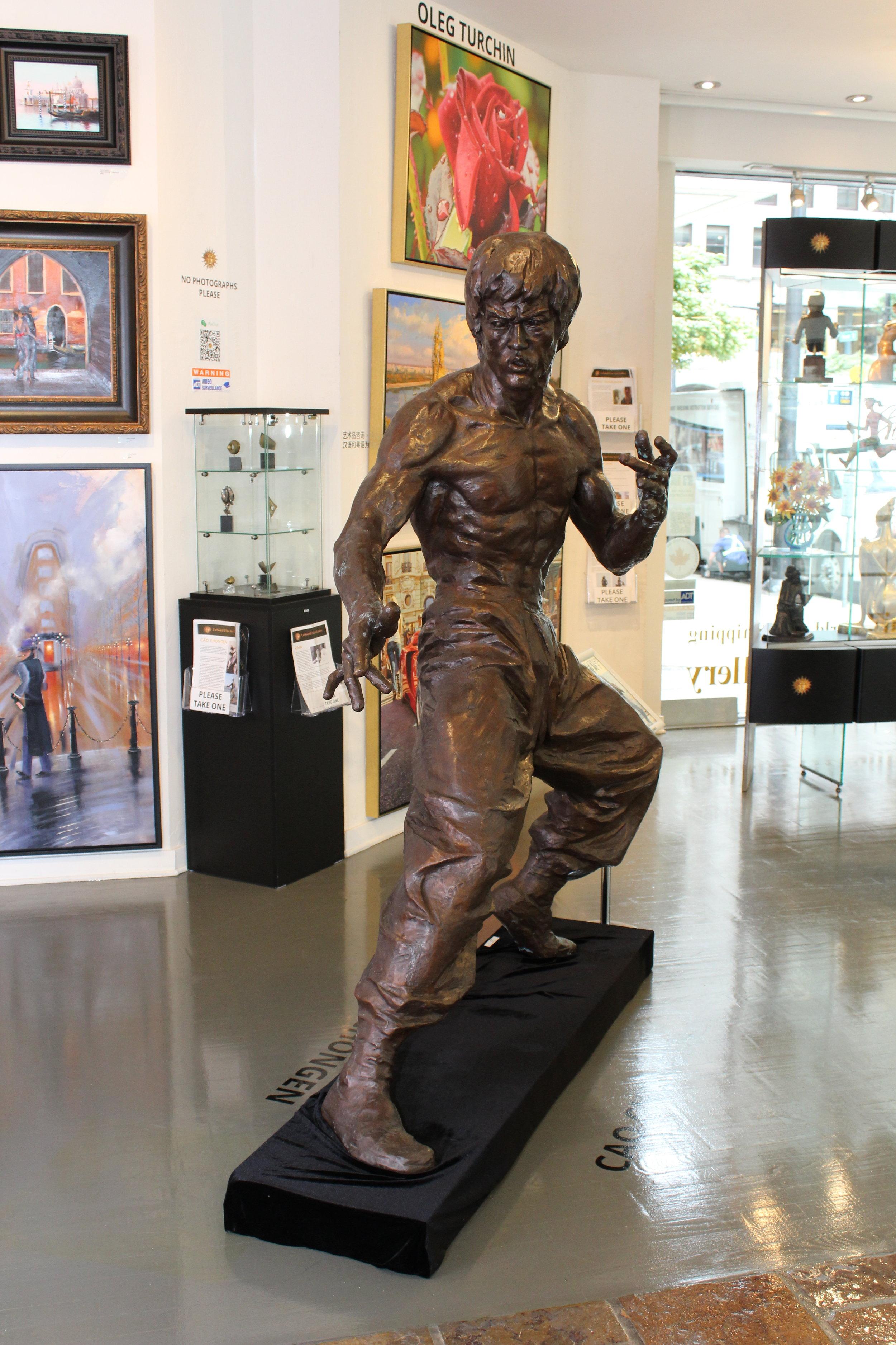 Cao Chongen. Bruce Lee. Limited Edition Bronze.76X63X16. ..JPG