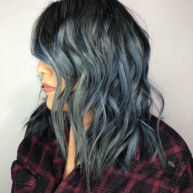 #Repost @exchangesteven with @get_repost Living for this denim blue💙by @exchangesteven  #vespertinehairdesign#ontariosalon#inlandempiresalon #denimbluehaircolor #babylights #balayagehighlights #balayageombre #schwarzkopfprofessional #blondmeschwarzkopf #blondeme #redkenshadeseq #redken #americansalon #modersalon #behindthechair #texturedbob #lobhaircut