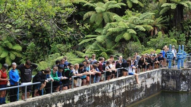 Students and tramping club members at the Waitahinga Dam