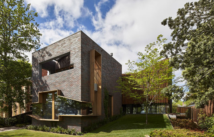 The Lake House - Grampian Blue bricksMORE