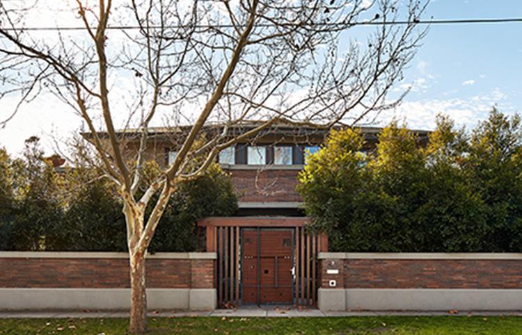 Mont Albert Home - Mid-blend Emperor bricksMORE