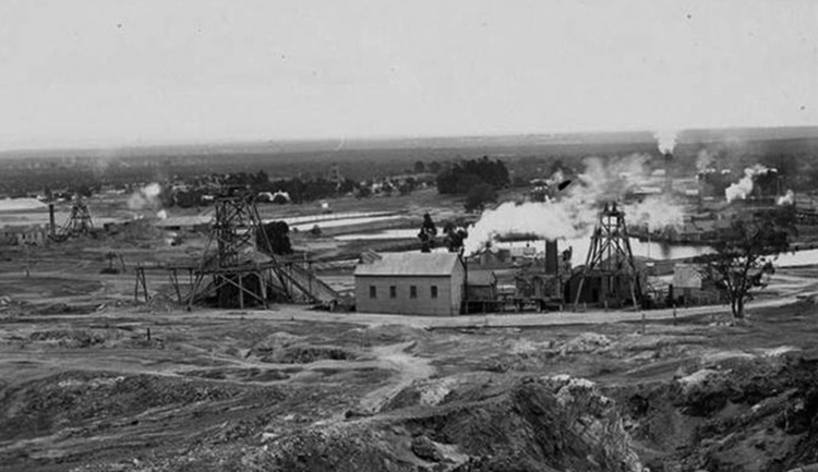 The mines in Stawell, circa 1938.  State Library of Victoria