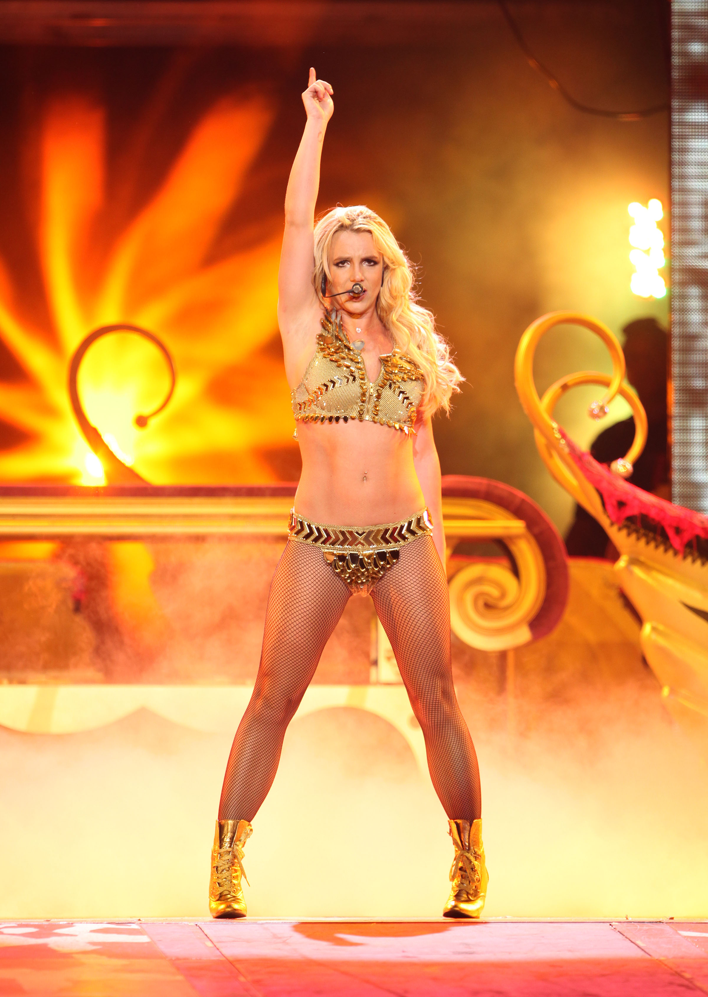 britney-spears-los-angeles-concert-8.jpg