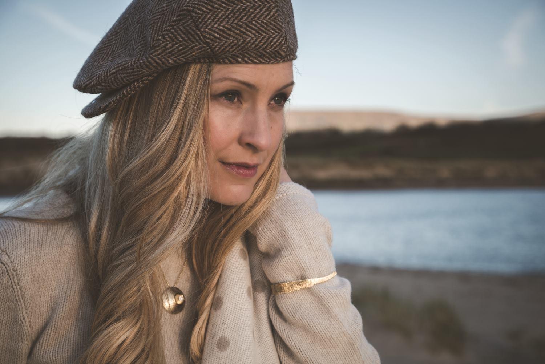 martina_hamilton_Jewelry_oyster-pearl_model