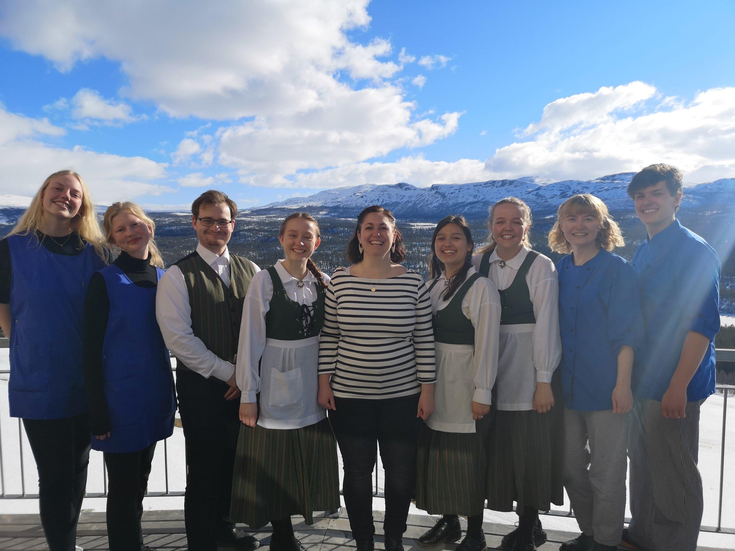 De fleste  av vårt danske personale vinteren 2019 :)