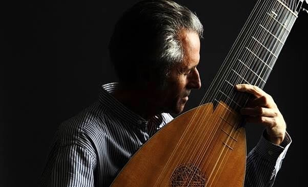 """World renowned Lutenist  Hopkinson Smith Australia Tour 2019 """"Mad Dog: The Elizabethan Lute""""  SOUTH AUSTRALIA  Saturday November 16th at 2.30pm  The Little Music Room  35 Blakiston Rd, Littlehampton, SA 5250 thelittlemusicroom.com/comingevents/  Born in New York in 1946, Swiss-American lutenist Hopkinson Smith graduated from Harvard with Honors in Music in 1972. In Europe, he worked with Emilio Pujol, a great pedagogue in the highest Catalan artistic tradition, and with the Swiss lutenist, Eugen Dombois, whose sense of organic unity between performer, instrument, and historical period has had lasting effects on him.  He lives in Basel, Switzerland where he teaches at the Schola Cantorum Basiliensis."""