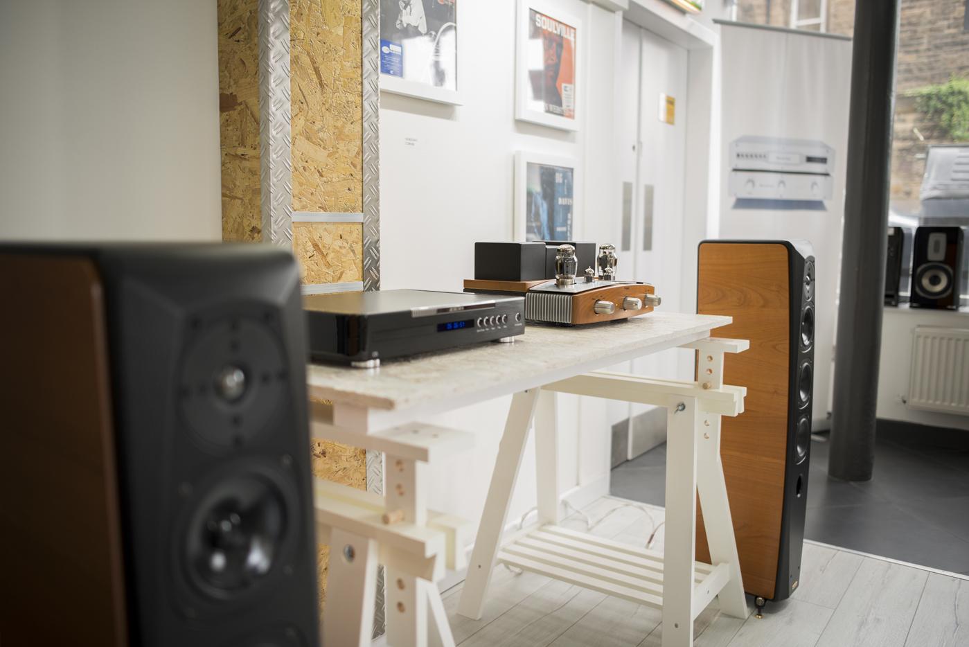 Aurum C5 CD Player Unison Research Preludio Integrated Valve Amplifier Opera Grand Mezza Speakers