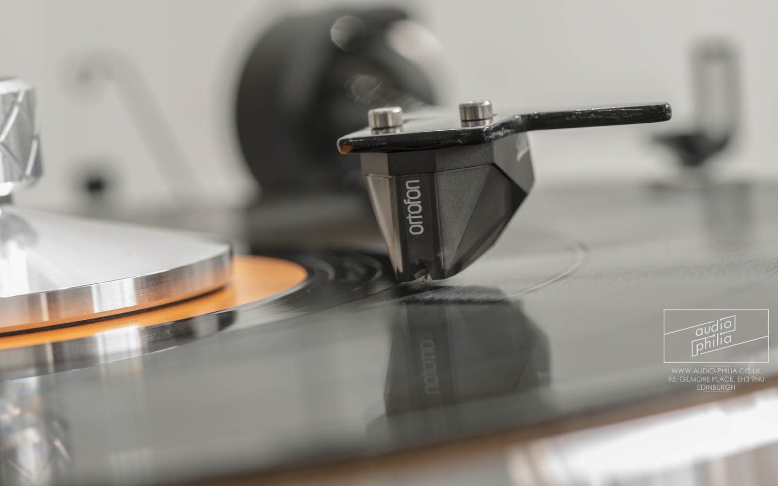 Pro-Ject The Classic Turntable with Ortofon 2M Silver Cartridge