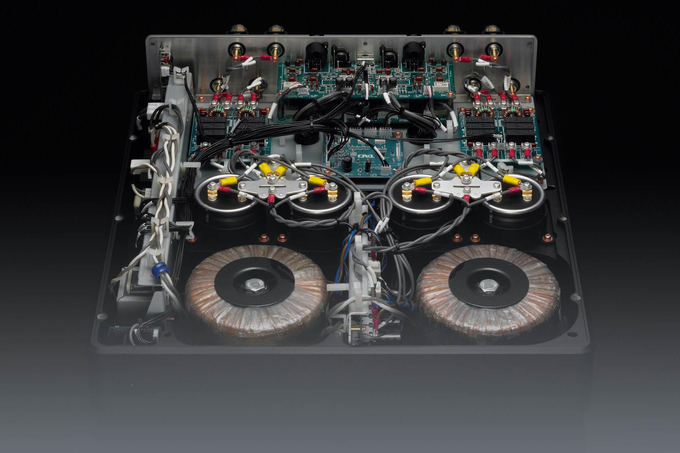 tad-m2500-power-amplifier.jpg