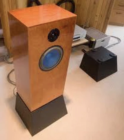 AN-E Signature Speaker Stands