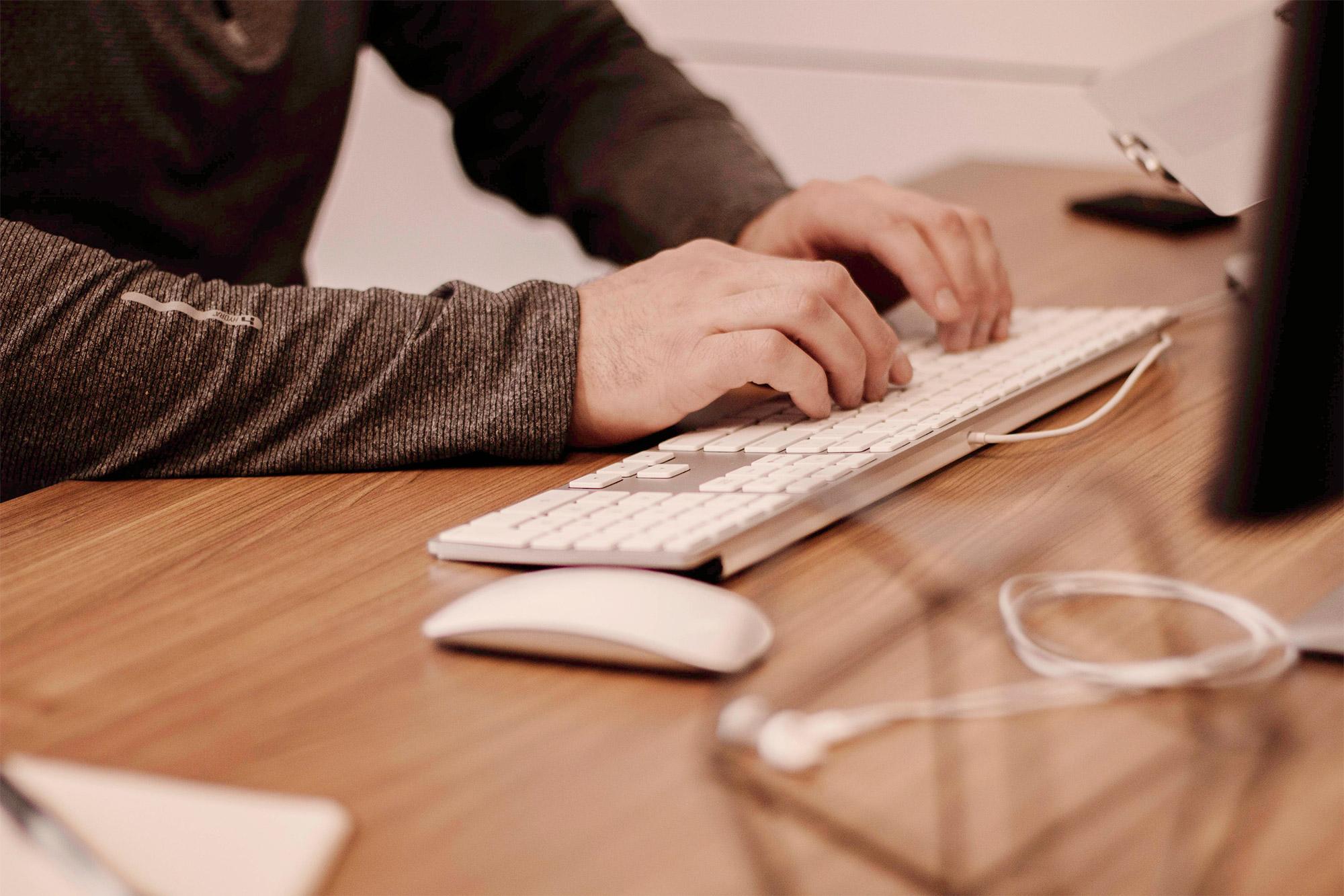 squar-office-typing-on-keyboard.jpg