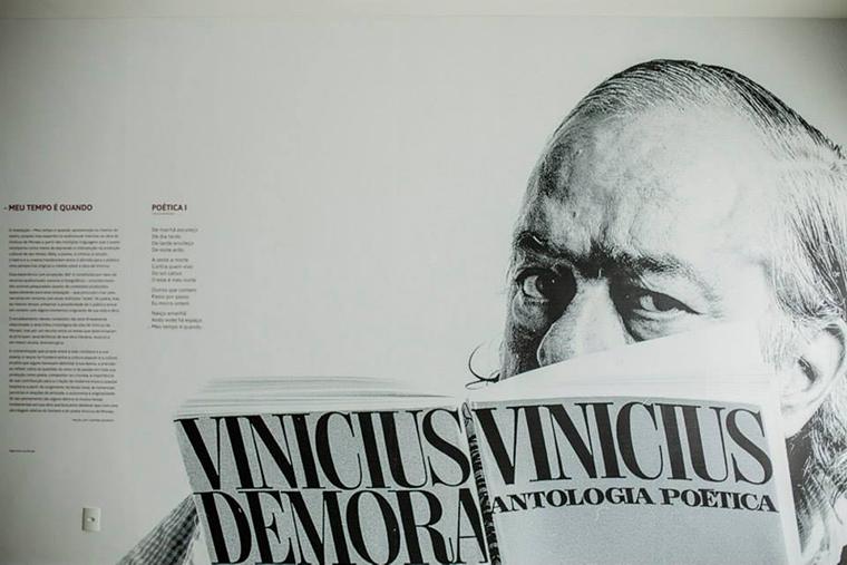 """Vinicius de Moraes """"Meu Tempo É Quando"""" _Mural at the show's entrance"""