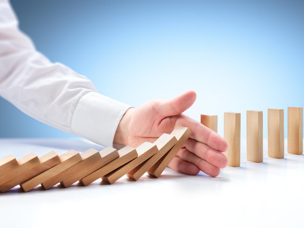 Minimise risk exposure - Anticipate payment default and detect fraudulent patterns