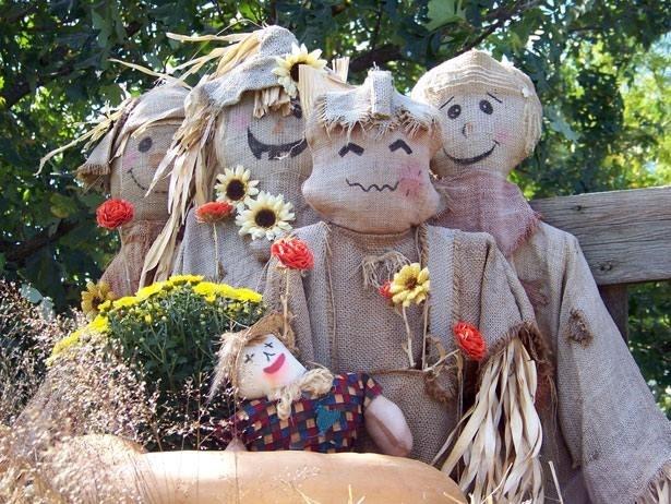 scarecrow contest.jpg