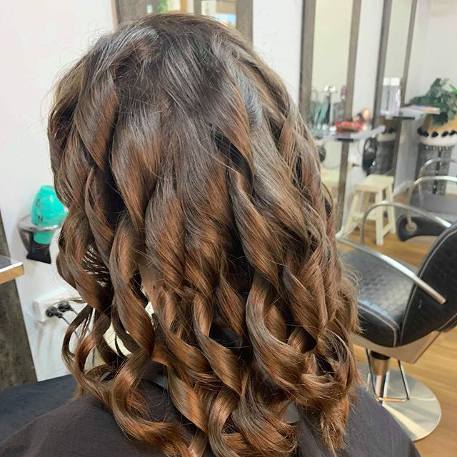 🧚🏻‍♂️wave that magic wand & Let those waves set 🧚‍♀️ @kevin.murphy.session.salon @hot tools pro @hairby_annabella