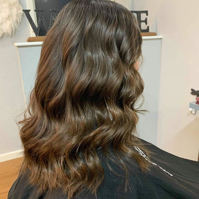 ✨Gorgeous glossy colour ✨by my very special upcoming stylist @hairby_annabella your on fire ☄️ @keuneanz colour @hottoolspro for #waves @kevin.murphy.session.salon for style products 🥰super proud boss 🥰 .#brunettehair .#brunetteshavemorefun .#fashion #haircolor .#hairdresserofinstagram