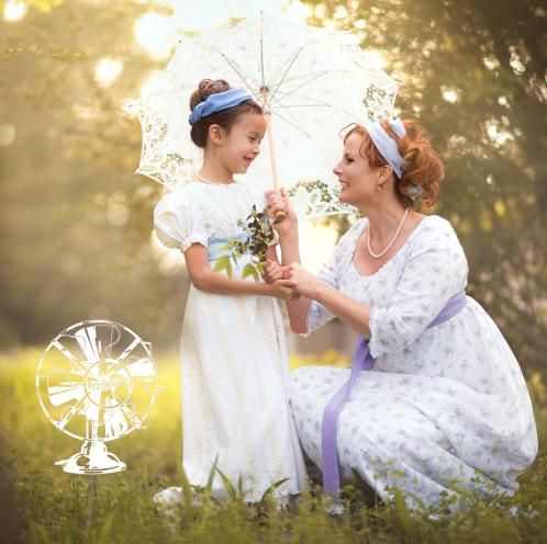 Episode 45's cover: Teresa Nguyen and her daughter, dressed in Regency costume.