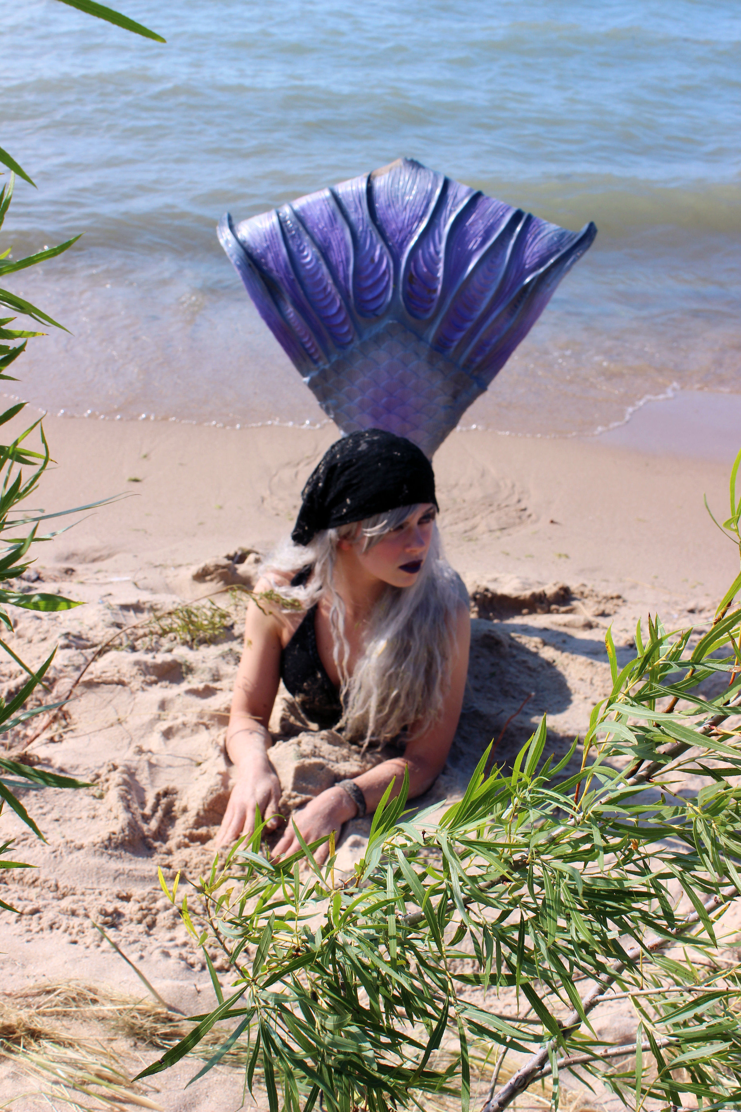 I loved that there was so much greenery near the beach! I feel like this picture looks like I'm on a tropical island, or something! Hahaha! Too bad I'm not that kind of mermaid! ;D