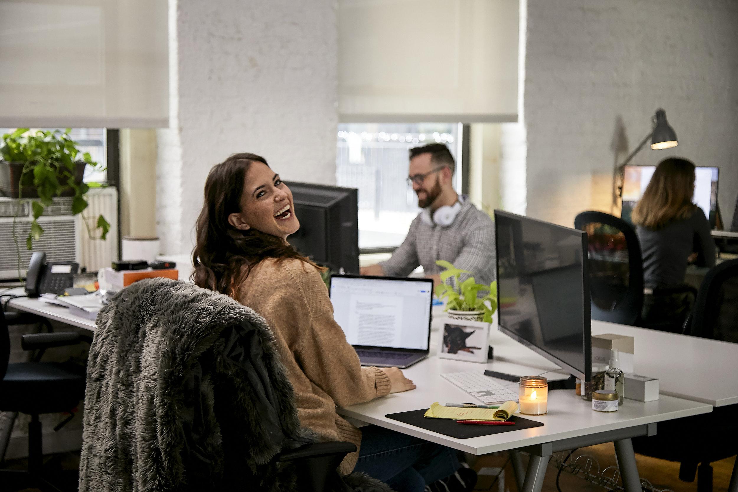 181210_GravityBlankets_Q1_Office_At_Desk_024.jpg