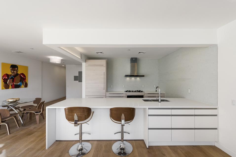 Spotless kitchen in beautiful condo development