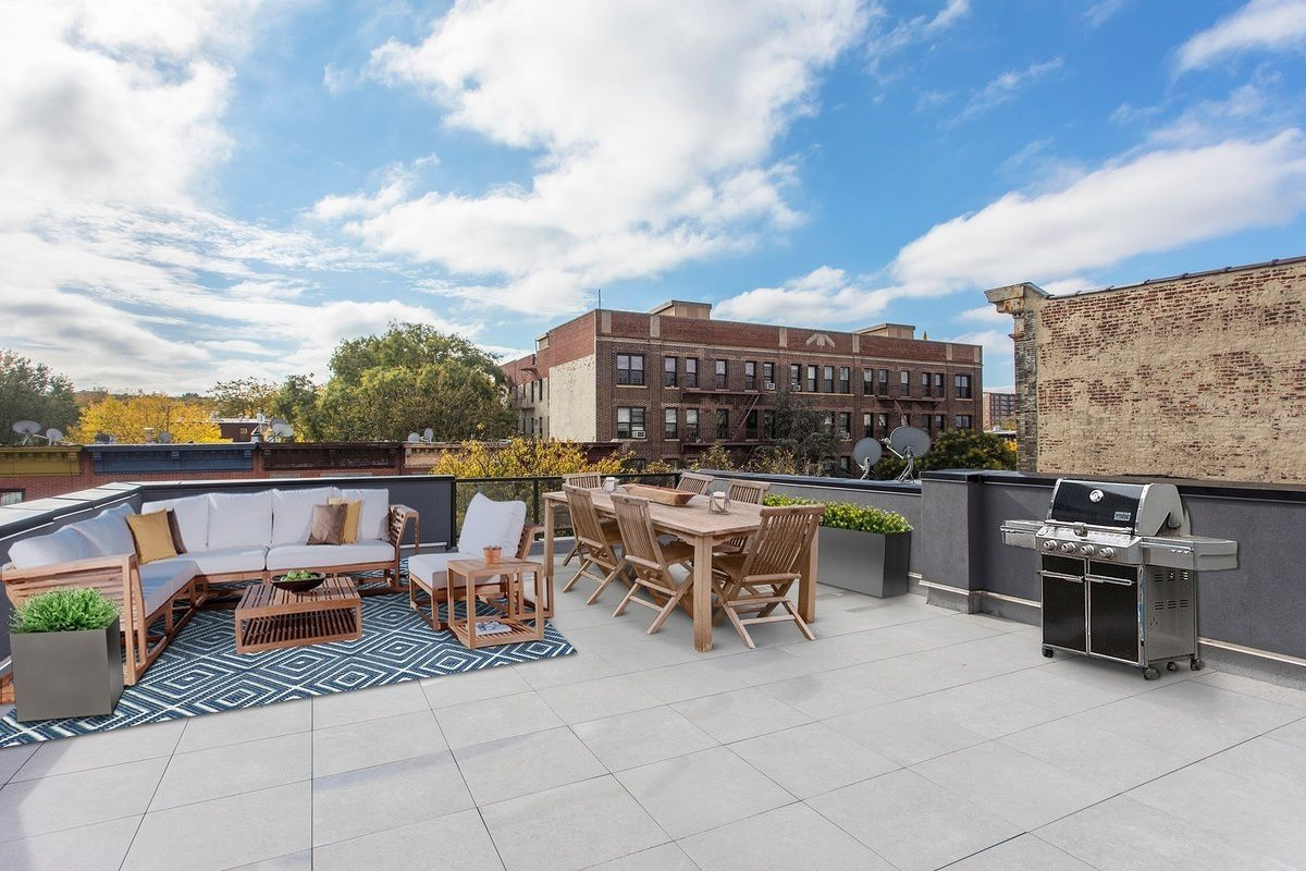 Relax Atop the Roof of our Luxury Apartment Building in NYC